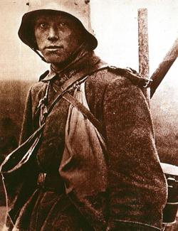 Deutscher Soldat bei Verdun, Frankreich, 1916.