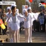 Höhepunkt der Versammlung war ein Auftritt der Jugend-Ballettgruppe des Bolschoi-Theaters der Halbinsel Sachalin (Video). So sympathisch war Russland vor dem deutschen  Parlament noch nie vertreten!