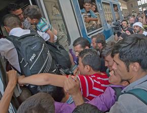 Der anhaltende Zustrom von Armutsmigranten setzt die Regierung Merkel unter Druck.